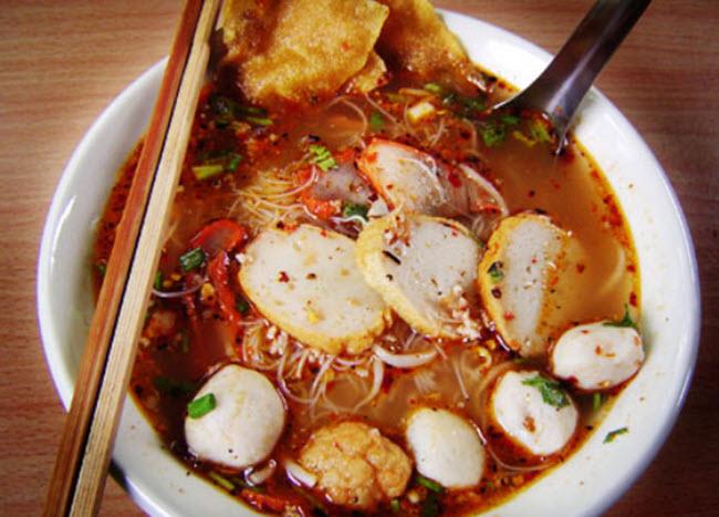 Kuaitiao ruea (soup)